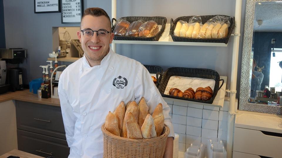 Alix Loiselle, propriétaire de la boulangerie La Belle Baguette, à Saint-Boniface.