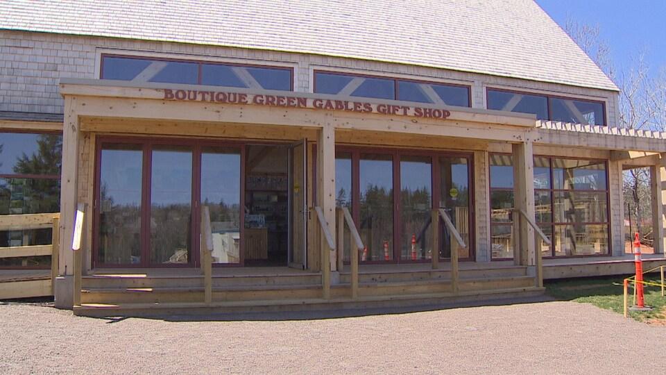 Une boutique de souvenirs temporaire a été aménagée le temps des travaux sur le site de Green Gables.