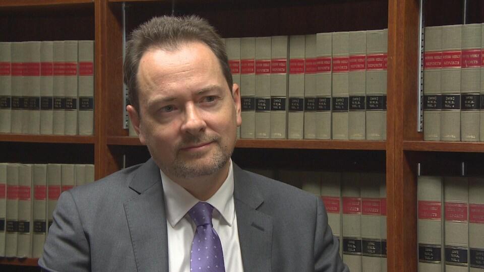 L'avocat criminaliste Bradley King dans son cabinet de Winnipeg.
