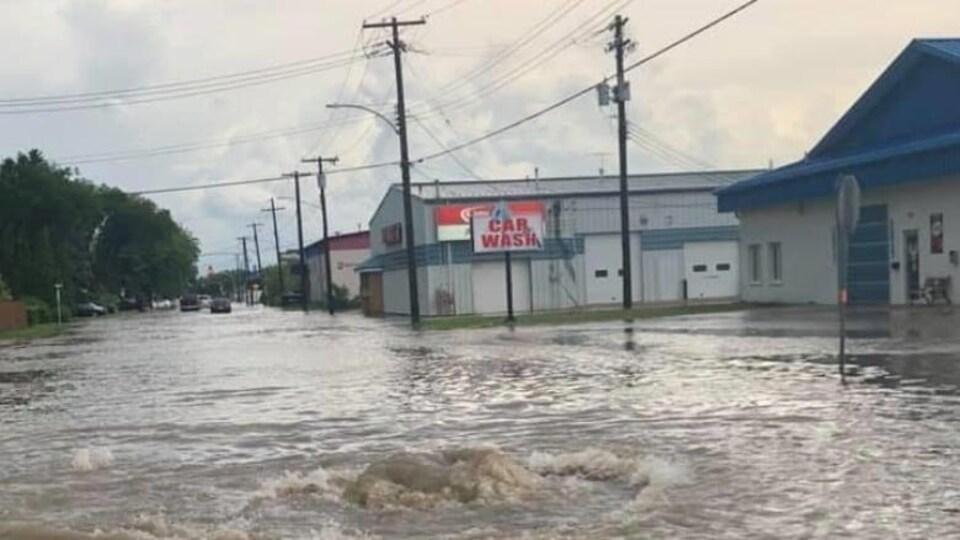 Une route inondée.