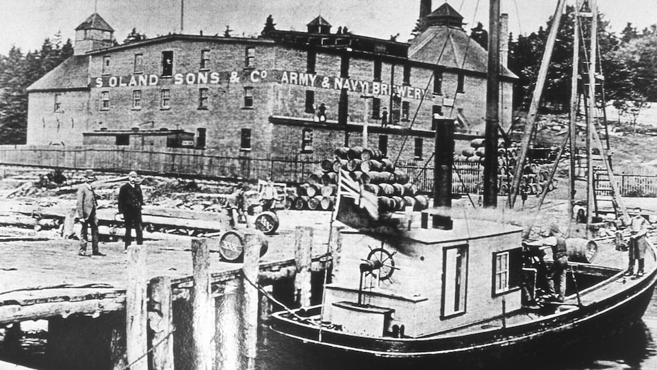 Une photo d'époque de la brasserie Army and Navy de Dartmouth.