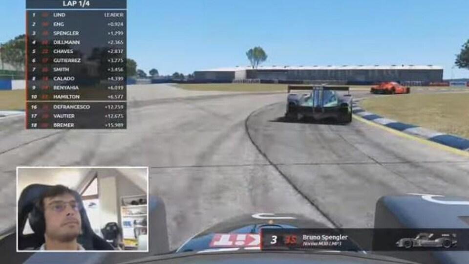 Bruno Spengler participe dans son simulateur à la course All Star de la plateforme The Race à Sebring.