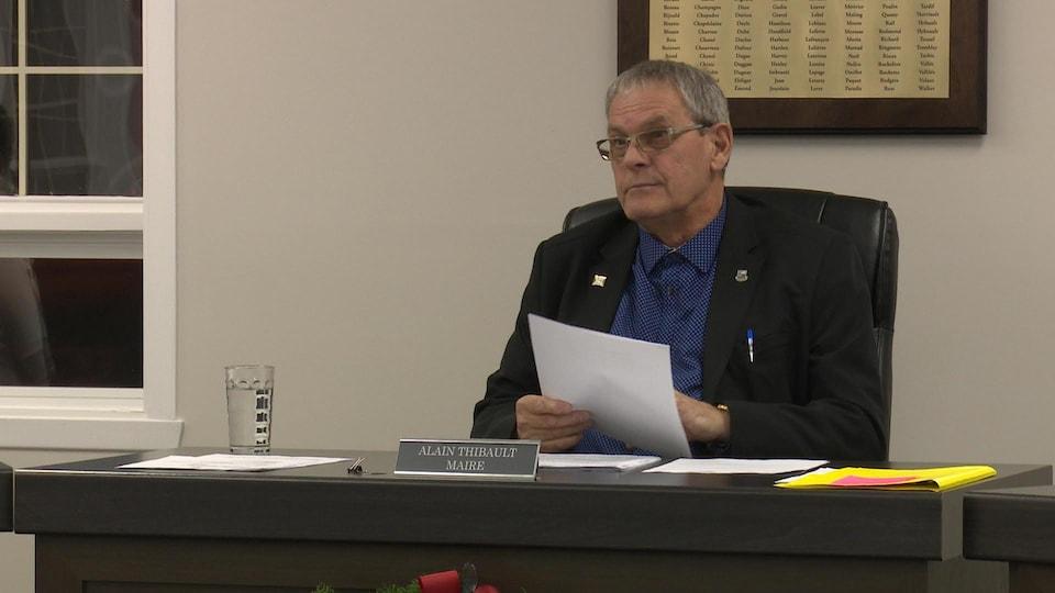 Alain Thibault lors d'une séance du conseil municipal.