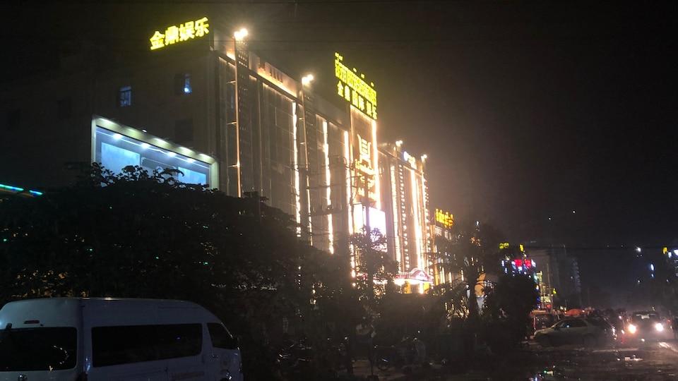 Le paysage change à Sihanoukville avec la multiplication des casinos et hôtels construits par les Chinois. Mai 2019