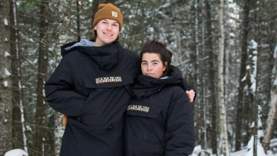 Cameron Roe et Nadya Crossman-Serb, dans la neige.