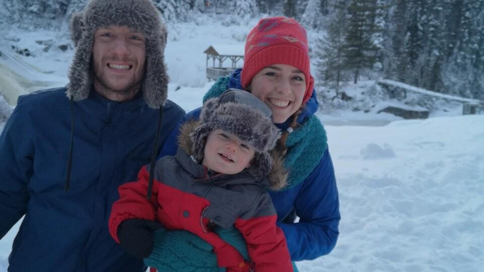 Trois personnes sur la photo.