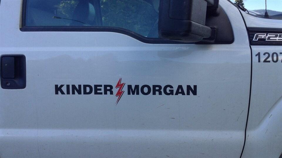 LLa porte d'une camionnette de Kinder Morgan
