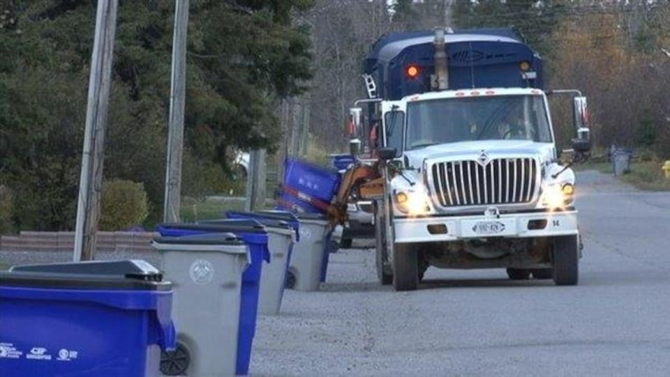 Un camion de recyclage.