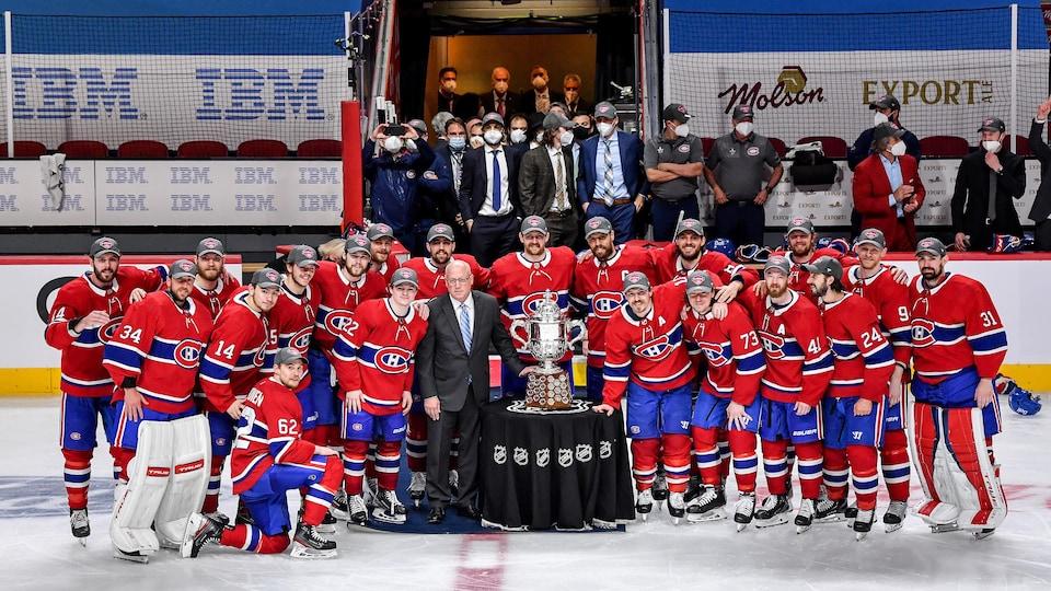 Le Canadien remporte le trophée Campbell après avoir éliminé les Golden Knights en six matchs.