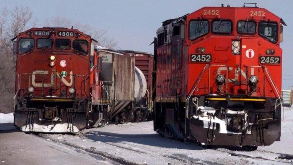 Deux locomotives du Canadien National.