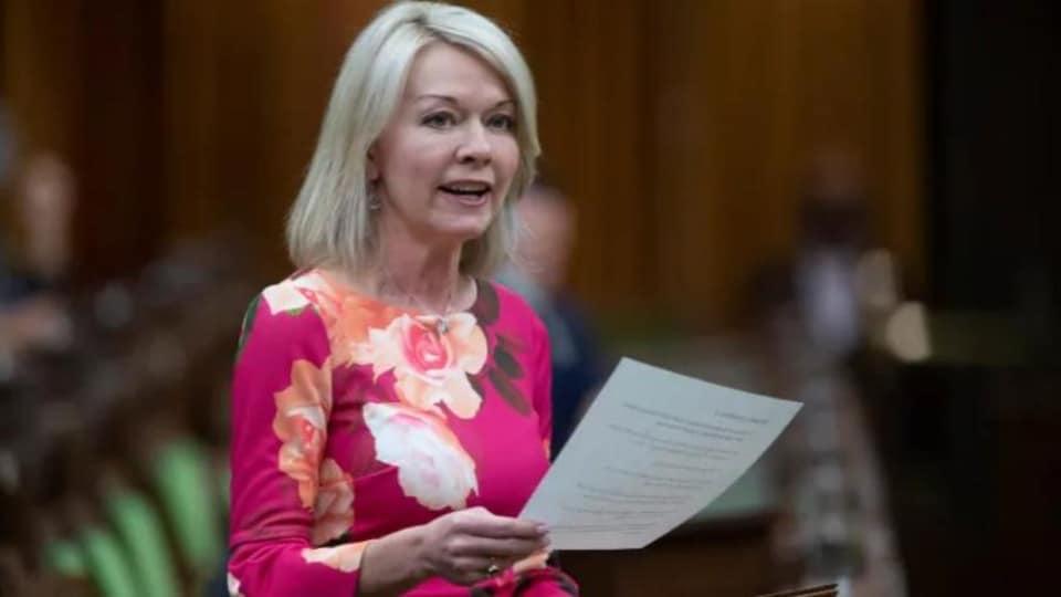 Candace Bergen lit un discours à la Chambre des communes à Ottawa.