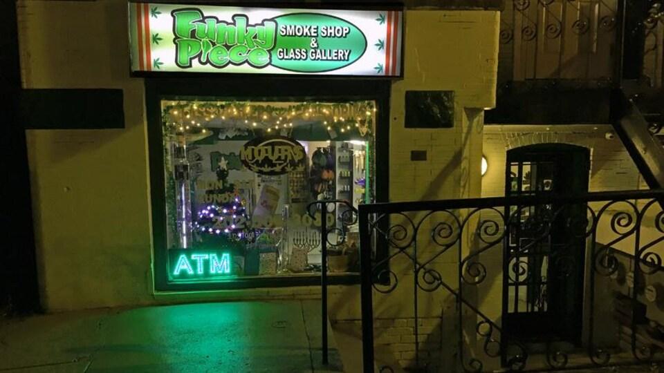Le commerce FunkyPiece est situé dans le quartier Adams Morgan, surnommé le «green light district» de la ville de Washington.
