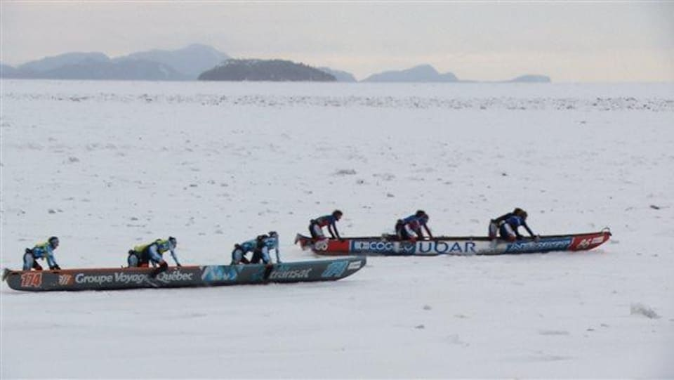 Course de canot à glace au large de Rimouski