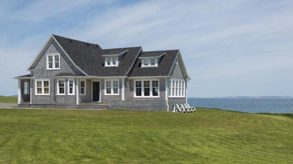 Une maison sur le bord de l'Atlantique, au Cap-Breton.