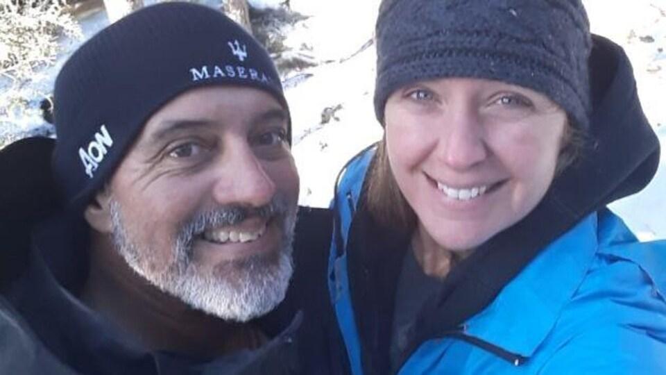 Un couple en hiver.