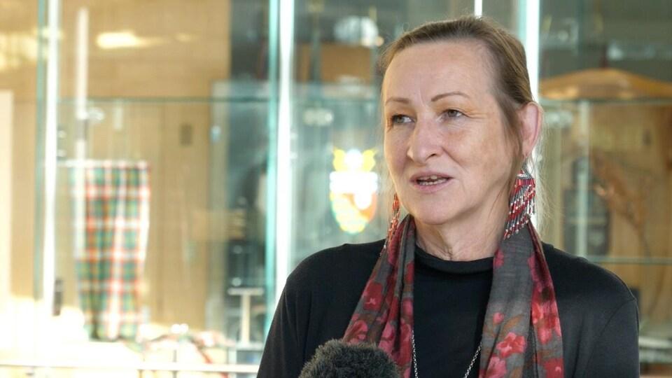 Caroline Cochrane en entrevue.
