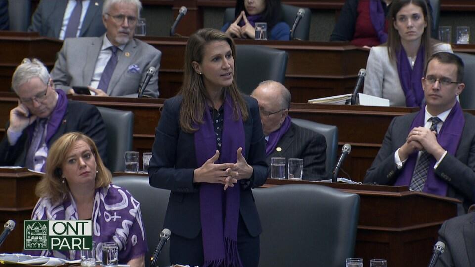 Une femme à l'Assemblée législative