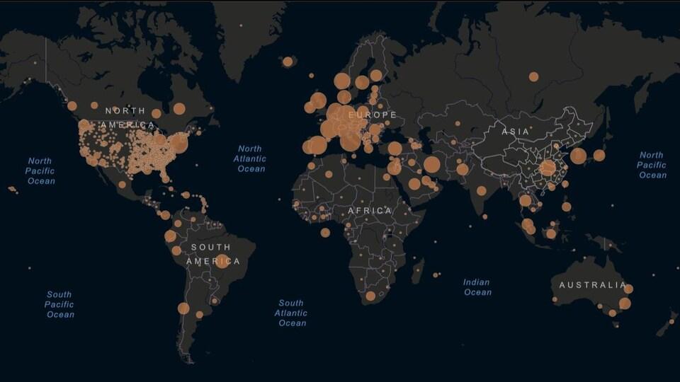 Une carte du monde avec des points rouges, qui représentent la propagation mondiale de la COVID-19.
