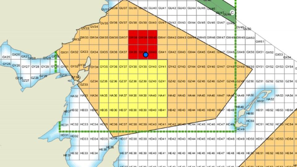 Carte des zones de pêches : en beige, la zone sujette à des fermetures dynamiques; en jaune, la zone de fermeture statique; en rouge, la zone de fermée temporairement à partir de mercredi.
