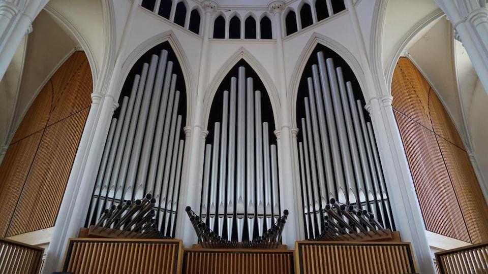 Les tuyaux de l'orgue de la cathédrale de Rimouski.