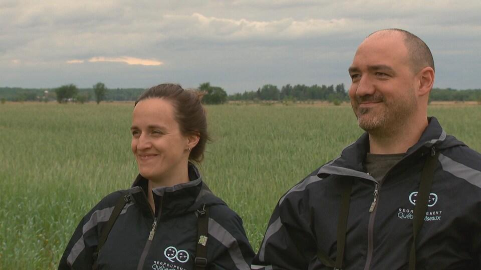 Les biologistes Catherine Dion et Stéphane Lamoureux du Regroupement QuébecOiseaux