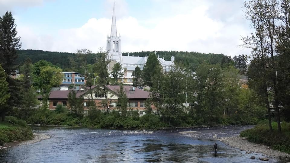 Un pêcheur de saumon, à Causapscal