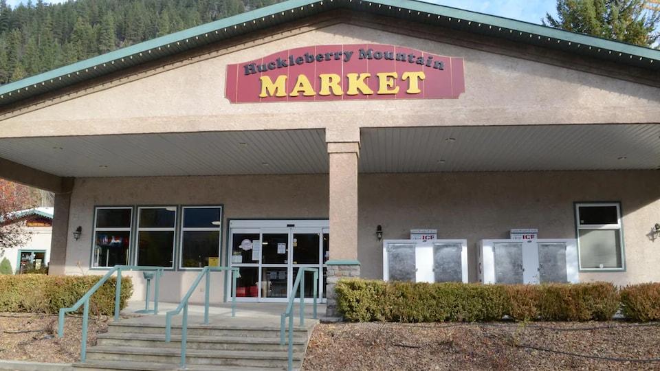 Façade du marché Huckleberry Mountain, dans l'ouest des Kootenay, en Colombie-Britannique.