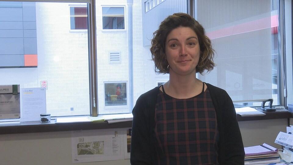 Caroline Côté dans un bureau du Cégep.