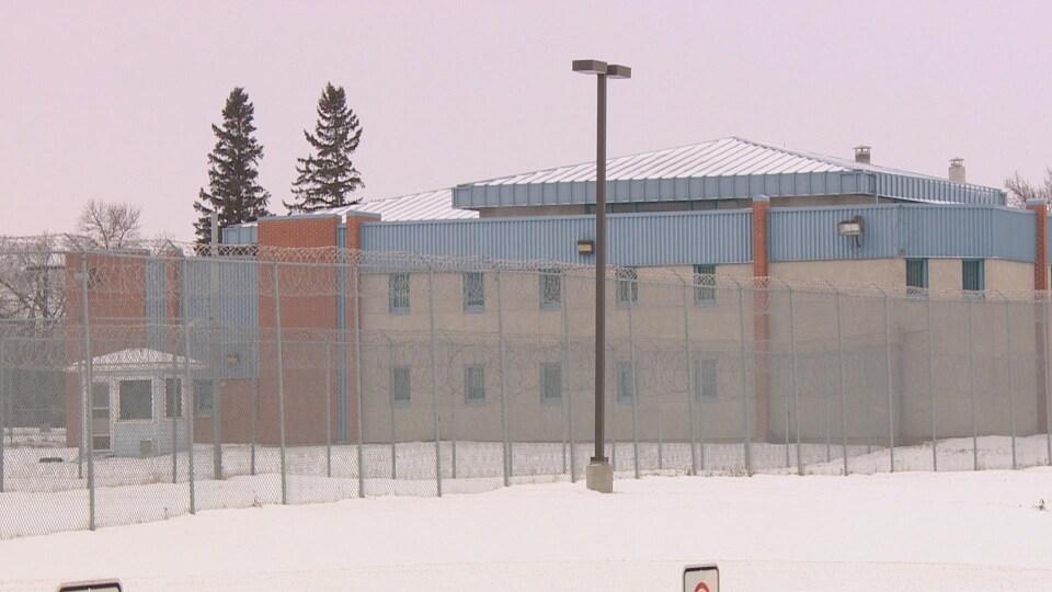 Le centre correctionnel provincial de Regina, photographié en hiver.