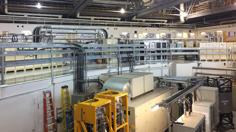 L'intérieur du Centre de canadien de rayonnement synchrotron.