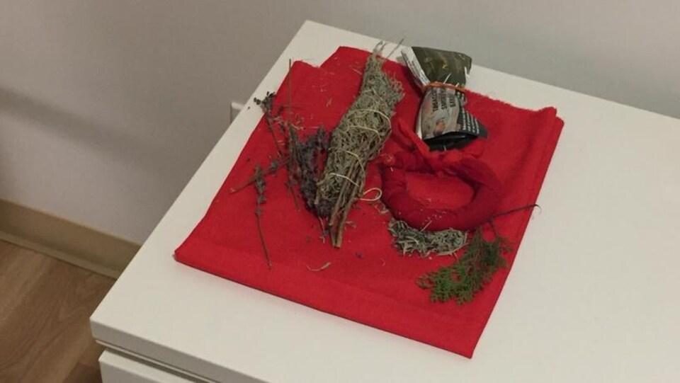 Des objets utilisés lors des cérémonies autochtones.