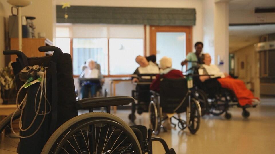 L'intérieur d'un centre de soins de longue durée.