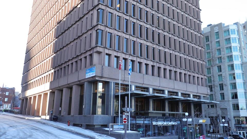 Le centre administratif du gouvernement du Québec, où se trouve la Commission de la fonction publique, sur la rue Saint-Jean, à Québec.