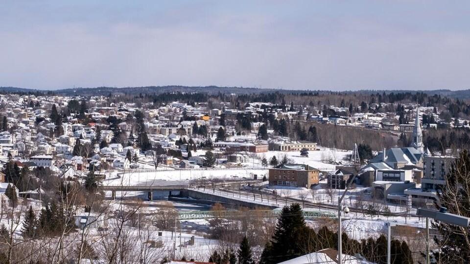 Un centre-ville l'hiver.