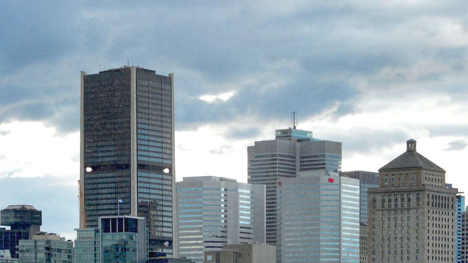 Des tours de bureaux dans le centre-ville de Montréal.