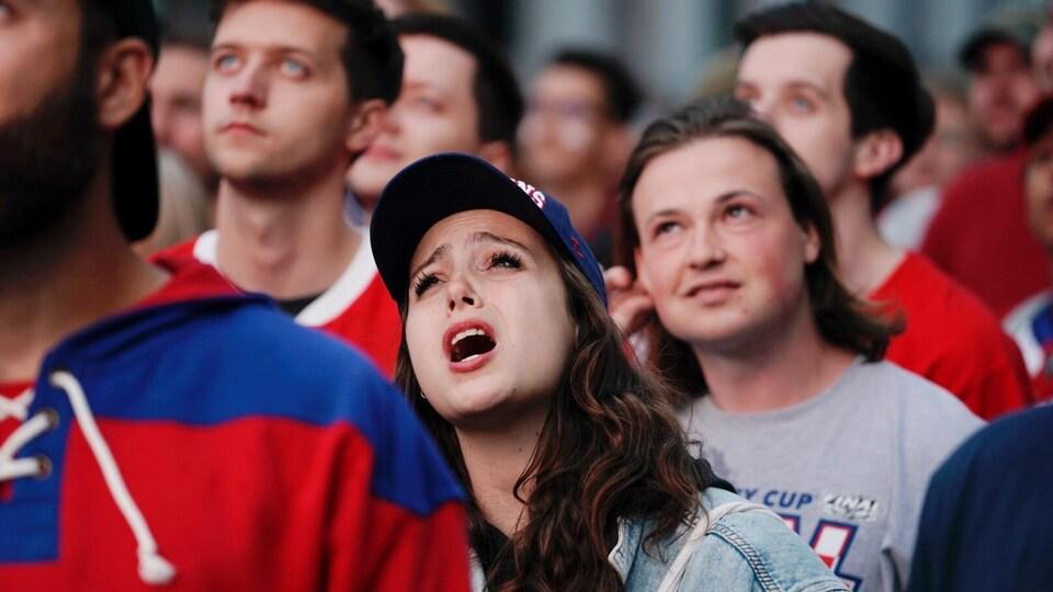 Une partisane du CH qui affiche un visage de déception.