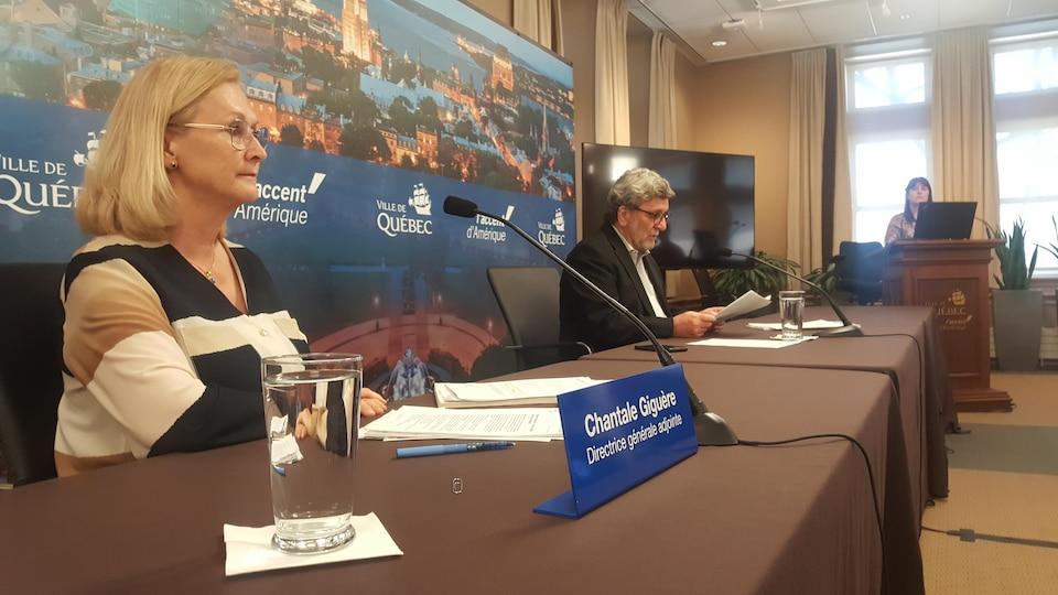 Chantale Giguère et Régis Labeaume en conférence de presse.