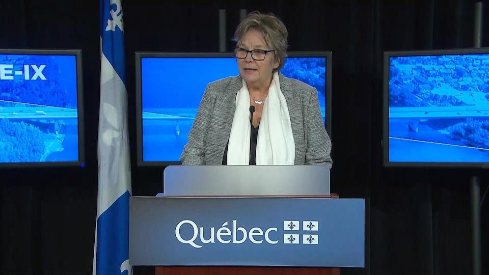 La ministre déléguée aux Transports, Chantal Rouleau, lors de la conférence de presse.