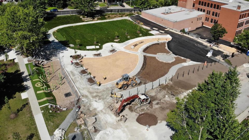 Le chantier du parc de l'école LaRocque du haut des airs.