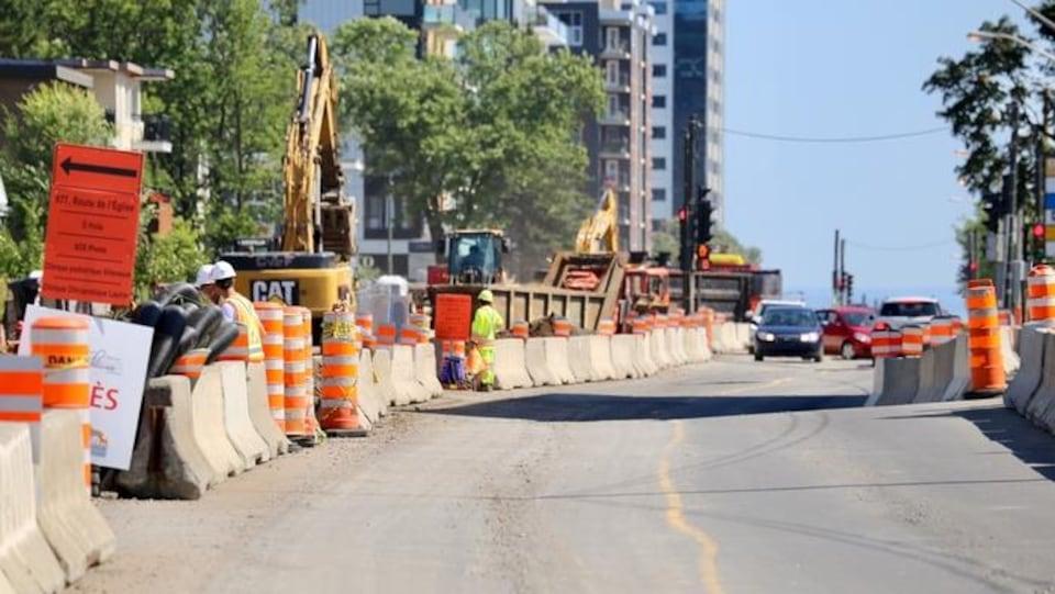 Des travaux sur la route de l'Église à Québec.