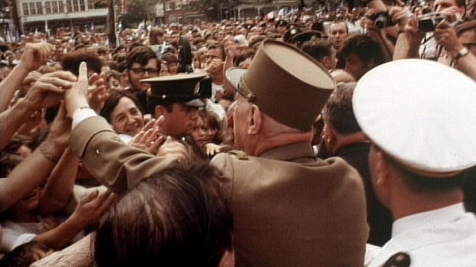 Charles de Gaulle à Québec dans un bain de foule