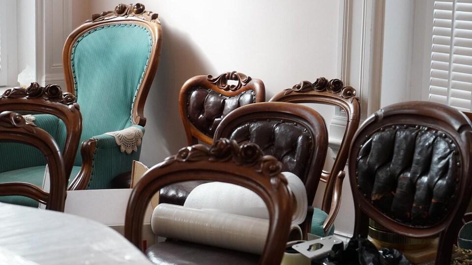 Plusieurs meubles antiques sont toujours présents dans le Château Beauce, construit en 1904.
