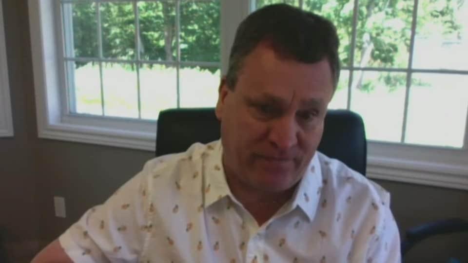 Le Chef de la Première Nation de Pabineau affiche un air ému lors d'une entrevue Facetime.