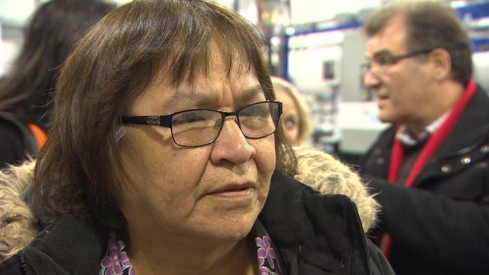 Portrait d'une femme autochtone.