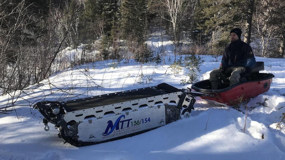 Un engin de transport sur neige.