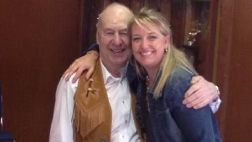 Cheri McPhillamey et son père.