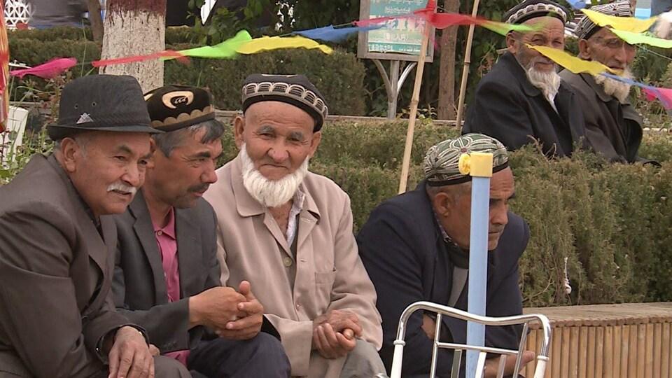 Des Ouïgours dans la région de Xinjiang, en Chine.