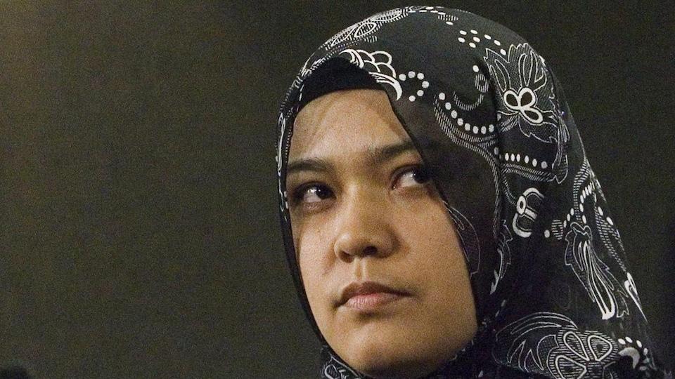 Une femme portant le hidjab.