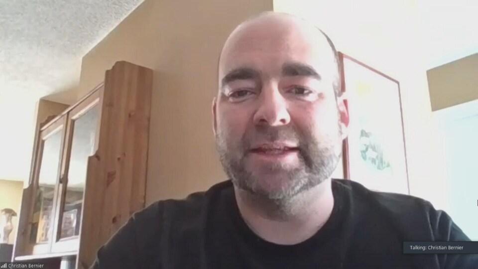 Christian Bernier accorde une entrevue par visioconférence.