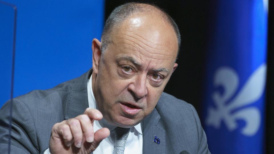 Le ministre québécois de la Santé, Christian Dubé, parle en conférence de presse.